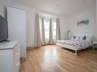 Beautiful 2 beds in London very close to station
