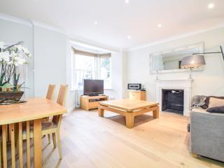 Charming 2/3 bedroom flat in Earls Court, Chelsea