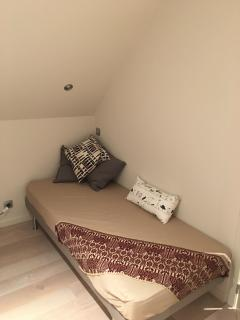 Extra bed in large upstairs bedroom with one King-size