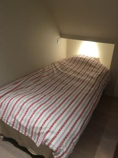 Single bed (Twin XL) in medium-size bedroom upstairs