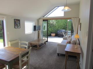 Gordon Villa 1 - Christchchurchholidayhomes, Christchurch