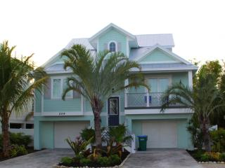 Stunning 6 Bed 6 Bath Heated Pool Spa Water Slide, Holmes Beach