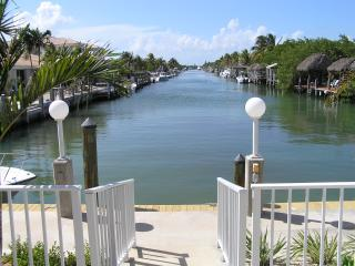 Palm Cottage - Upscale, 2BR/2BA, Cabana Club Pool, Key Colony Beach