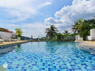 Bright apartment with a view to Kata beach, Kata Beach