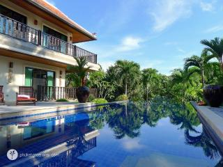 Luxury villa in Nai Harn with a lush garden