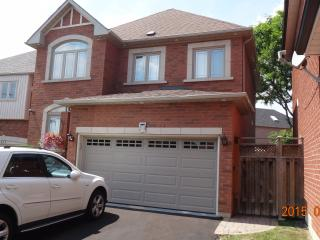 Beautiful Large Home 3 Bedroom + 2.5 Bathrooms, Mississauga
