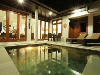 Kuta Bali - Villa Tawa Beautiful Spacious