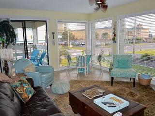 WOW! LOCATION and CHARM in GULF SHORES, ALABAMA, Gulf Shores