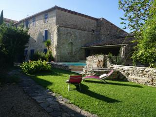 5 bedroom village house with garden and pool, Pepieux