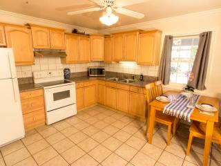 1BR Home; Walk into the Heart of Lahaina Town!