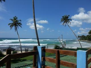 Surf camp (7 rooms and resturant), Ahangama