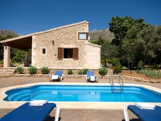 nice and quiet villa for 4 people  with pool, Cala Sant Vicenç