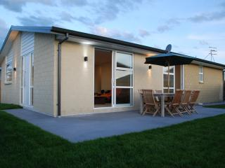 Brand New Family Home Moments From Beach, Papamoa