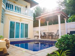 Villa Angelina Pattaya, 15 steps to Jomtien Beach