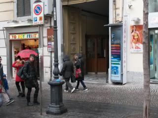 Napoli,Vomero servita da metro e 3 funicolari, Naples