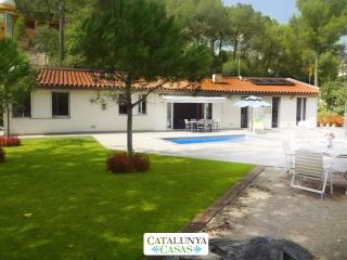 Fabulous and tranquil 4-bedroom countryside villa in Sant Feliu, 25km from Barcelona, Castellar del Valles