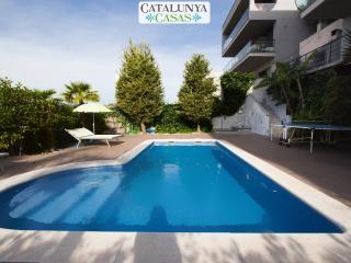 Casa Moderna de Calafell for 8 guests, only 4km to the beaches of Costa Dorada!