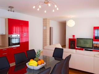 Apartment Red Wine with 4 bedrooms, Split