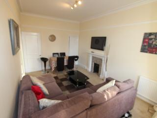 Lovely 4BR apartment in Earls Court - Location!!!, Londres