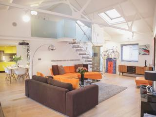 'Superb' Large 2 Bed Loft Apartment, Bristol