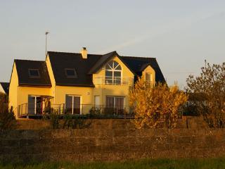 Finistère - Vue sur l'entrée du port d'Audierne