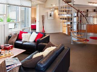 TWOFOURTWO Boutique Apartments - The Bakehouse
