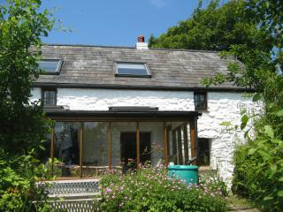Trallwyn 300 yr old Farmhouse - stunning location in Pembrokeshire National Pk
