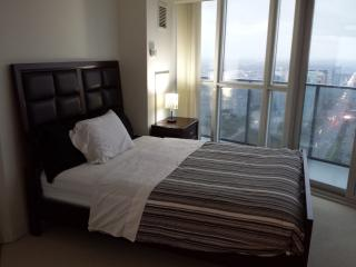 2BD LOWER PENT HOUSE CONDO PRIME LOCATION SQUARE 1