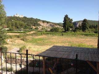 Belle maison ancienne, vue rurale près d'Anduze, Gard, Tornac