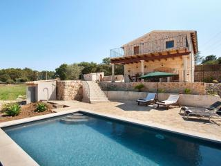 new relaxing villa for 6 people, with private pool, Alcudia