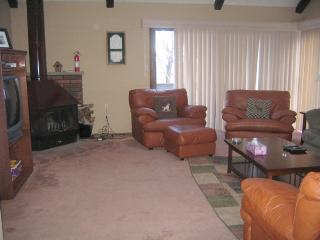 Ski On & Off !!!! ***5 ***** End Unit, Spacious, Pet friendly