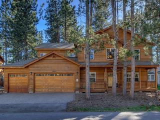 Spacious Luxury Home Near Heavenly, 5 BR, 4 Bath, South Lake Tahoe