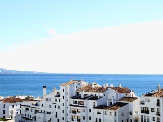 Fantastic Penthouse in Puerto Banus with views, Puerto Jose Banus