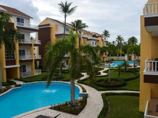 Meters from the beach new 2BR pool and garden view, Punta Cana
