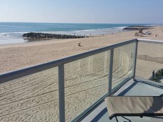 Top Floor Studio On The Sand - Entertainers Patio, Newport Beach