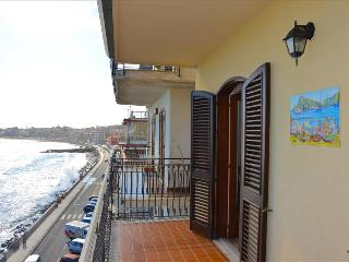 Camelia house 2 - apartment facing the sea in Giardini Naxos