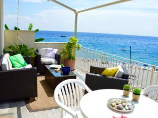 Peonia house - House on the beach near Taormina