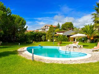Villa Ninfea - villa with big garden and pool, Mascalucia