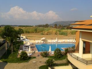 2 bedroom penthouse apartment large pool near sea, Pizzo