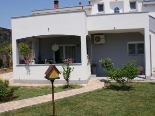 Beautiful apartment Nika with great garden, Zadar