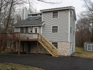 TT77 5 Bedroom, 3 Bath Sleeps 15 with Hot Tub, Lake Harmony