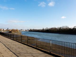3 bed 3 bath River view, Chiswick Wharf, Chiswick, London