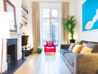 Two bed apartment, Holland Park Avenue, nr Notting Hill, Londres
