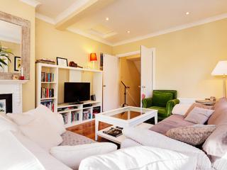 2 bed 2 bath maisonette on Southfield Road, Chiswick, Londen