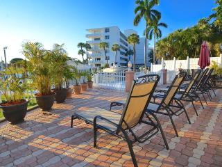 Spectacular Compound 3 Units + Htd Pool + Views!