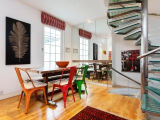 Distinctive 3 bed house, Palace Gardens Terrace, Kensington, Londen