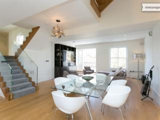 James Bond Penthouse with roof terrace, Notting Hill!, London