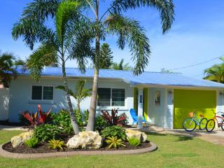Sunshine Cottage - Private Pool, Dock & Near Beach, Anna Maria