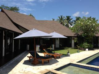 Huge villa, lovely view 3 bed/bath, 5 mins to Ubud, Petulu