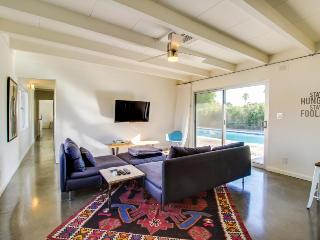 Private pool, guesthouse, & close to Palm Springs airport!